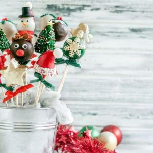 10 Cute Cake Pop Recipes That'll Make Christmas Magical