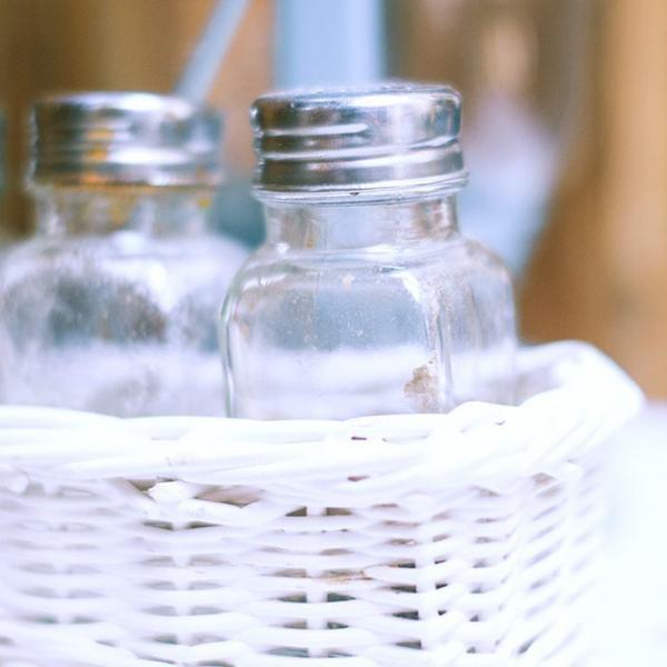 """谁家有废瓶子都给我!用它来养花,绿萝长成""""绿叶柱"""""""
